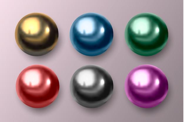 Bolas multicoloridas de metal e plástico.