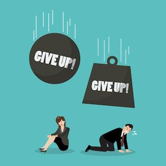 Bolas pesadas com a palavra desistem de cair na mulher e empresário desesperado