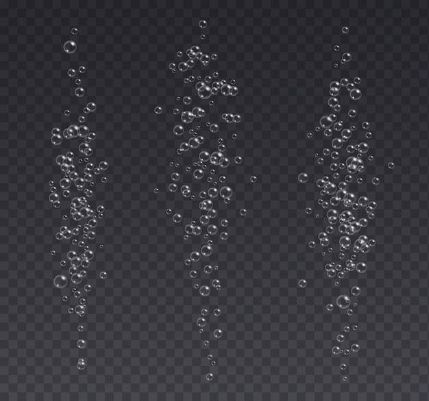Bolhas de efervescência subaquática, refrigerante ou champanhe carbonatada bebida, água com gás isolada em um fundo escuro.