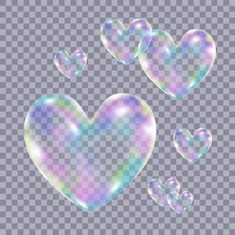 Bolhas de sabão coloridas transparentes realistas em forma de coração isolado