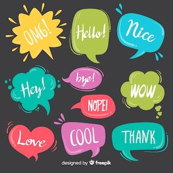Bolhas do discurso colorido com expressões diferentes