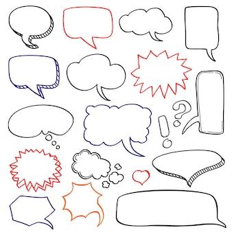 Bolhas do discurso desenhado mão nuvem doodle conjunto