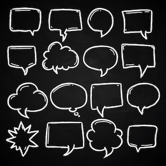 Bolhas do discurso mão desenhada giz no quadro-negro