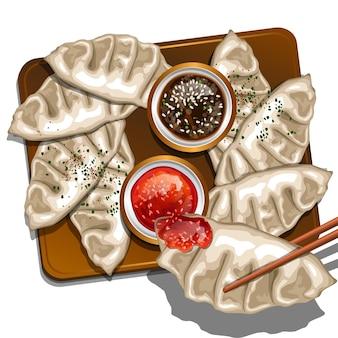 Bolinhos japoneses de gyoza com molho de soja e molho agridoce
