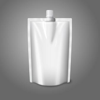Bolsa de plástico realista branca em branco com tampa, isolada no fundo cinza.