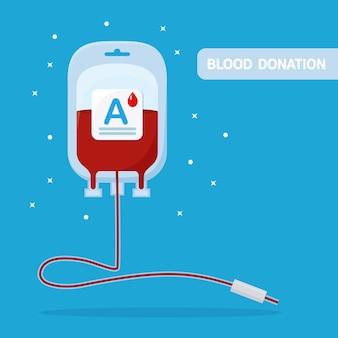 Bolsa de sangue com gota vermelha isolada sobre fundo azul.