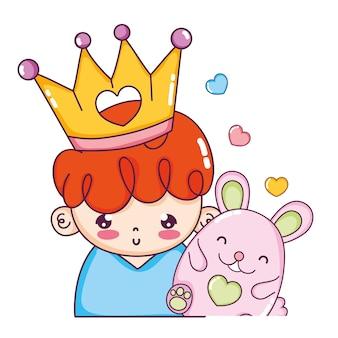 Bom rapaz com coroa e rato fofo