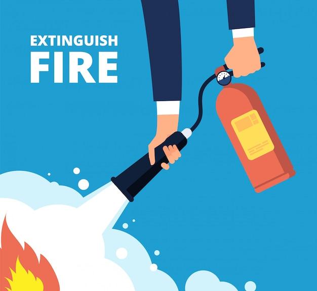 Bombeiro com extintor de incêndio.