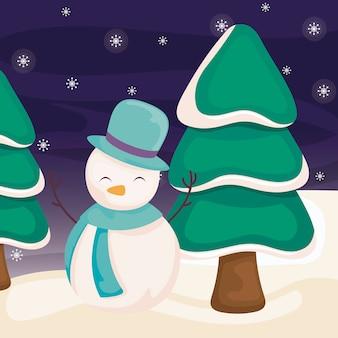 Boneco de neve com árvore de natal na paisagem de inverno