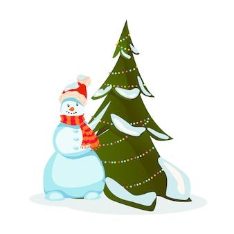 Boneco de neve em cachecol de chapéu de papai noel perto da árvore de natal