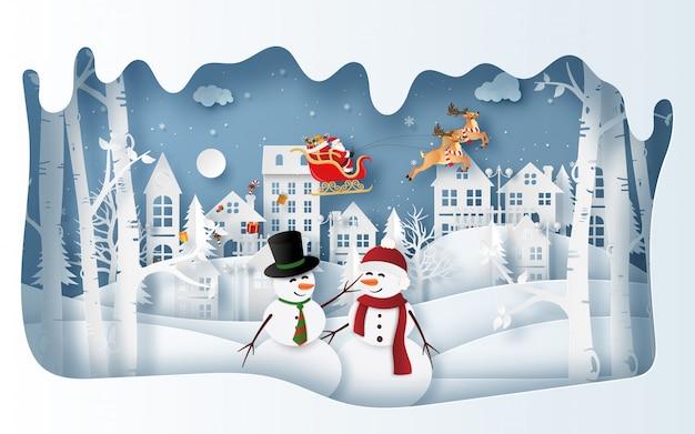 Boneco de neve na vila na temporada de inverno com papai noel