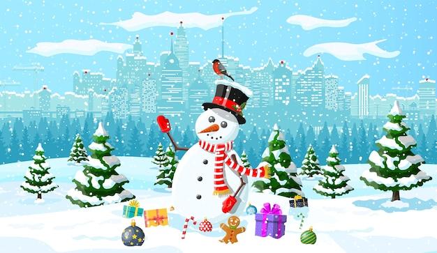 Boneco de neve, presentes, pinheiro e neve. paisagem urbana de inverno com parque florestal de abetos. cena de natal