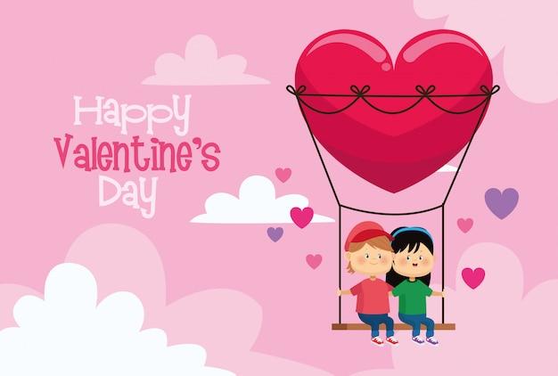 Bonito crianças casal no coração balanço cartão de dia dos namorados