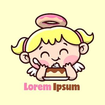 Bonito louro anjo pequeno com anel de donut na cabeça sentindo-se tão feliz ao comer um design de personagem de puding doce de personagem