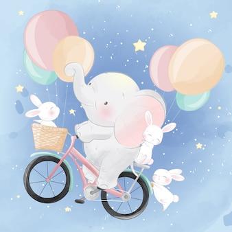 Bonito pequeno elefante andando de bicicleta com um coelho