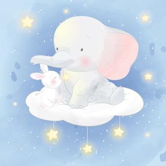 Bonito pequeno elefante e coelho sentado na nuvem