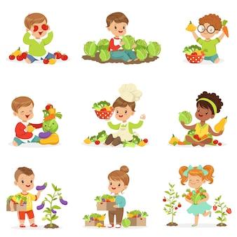 Bonitos crianças brincando, recolhendo e preparando legumes, definido para. desenhos animados ilustrações coloridas detalhadas