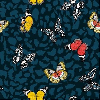 Borboletas coloridas voando em padrão sem emenda de pele de animal
