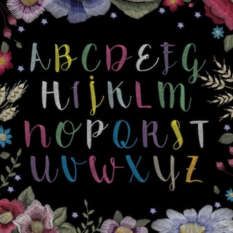 Bordado floral do alfabeto tradicional folclórico elegante.