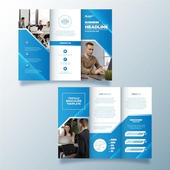 Brochura com três dobras desenho abstrato com foto