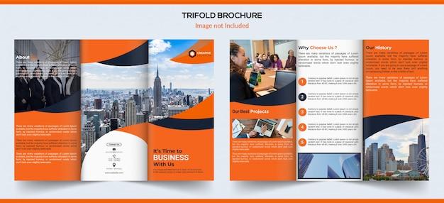 Brochura com três dobras em gradiente