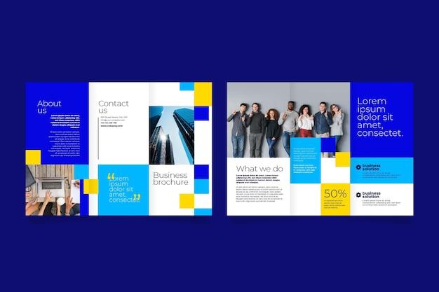 Brochura com três dobras frente e verso para negócios