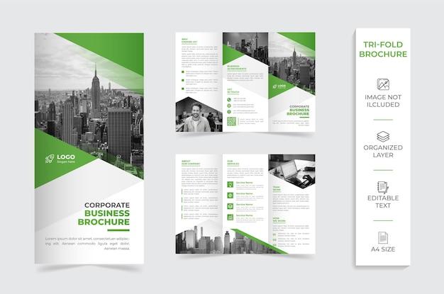 Brochura da empresa com três dobras verdes e brancas