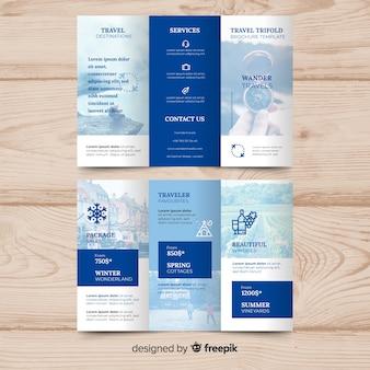 Brochura de viagem fotográfica com três dobras