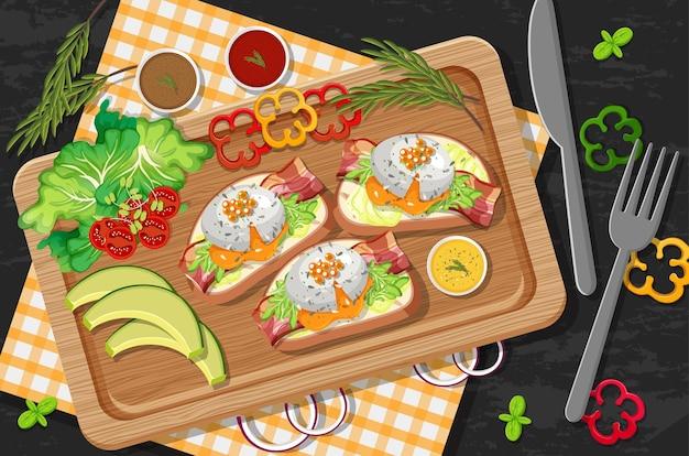Bruschetta no prato de madeira com legumes frescos no fundo da mesa