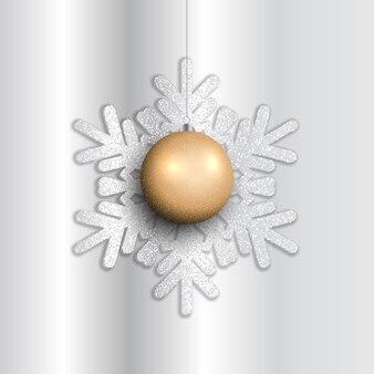 Bugiganga pendurada em um floco de neve brilhante