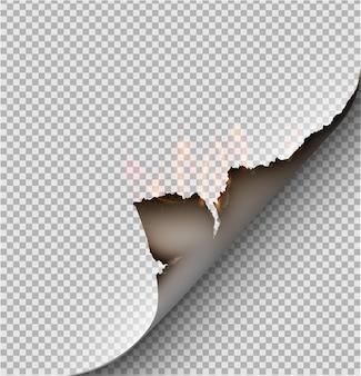 Buraco rasgado em papel rasgado com queimado e chama em fundo transparente