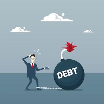 Business man chain bound legs dívida de crédito