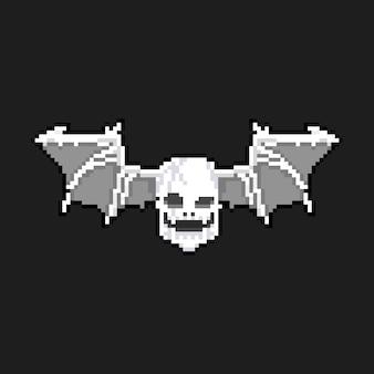Cabeça de caveira pixel arte dos desenhos animados com ícone de asas de morcego.