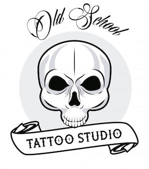 Cabeça de crânio com caligrafia e gráfico de tatuagem de fita