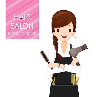 Cabeleireira feminina com equipamentos de cabeleireiro