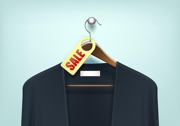 Cabide de madeira de casaco marrom com suéter preto azul jumper de casaco de lã com etiqueta de etiqueta em branco venda fechar isolado no fundo