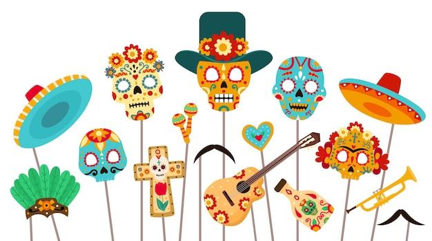 Cabine de fotos do morto do dia. máscaras de caveira, sombrero e adereços para a festa dia de los muertos. conjunto de vetores plana de decorações mexicanas do feriado de halloween. ilustração de estande de adereços de festa para foto com chapéu mexicano Vetor Premium