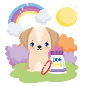 Cachorrinho sentado na grama e comida pacote de animais de estimação ao ar livre