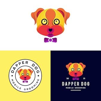 Cachorro colorido com logotipo de gravata