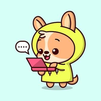 Cachorro marrom bonito com casaco de hoodie amarelo está falando com o laptop vermelho
