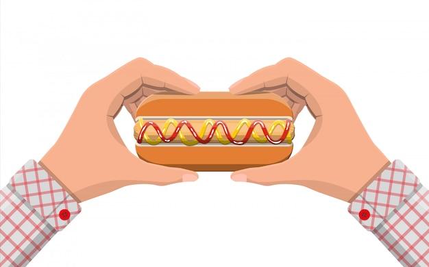 Cachorro-quente nas mãos