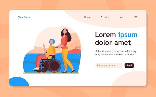 Cadeira de rodas de rodas de mulher jovem com homem sênior. voluntário, ajudando a ilustração plana de pessoas com deficiência. deficiência, conceito de voluntariado, design de site ou página de destino