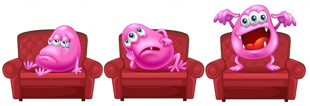 Cadeiras vermelhas com monstros rosa
