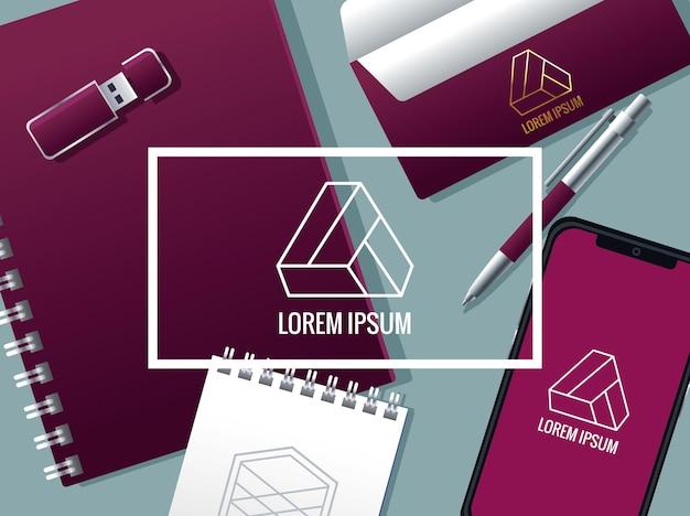 Caderno com ilustração da marca dos elementos do conjunto e moldura quadrada