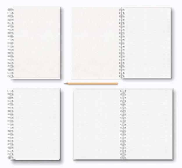 Caderno em branco realista com espiral de metal branco à esquerda, lápis de madeira, vista superior.