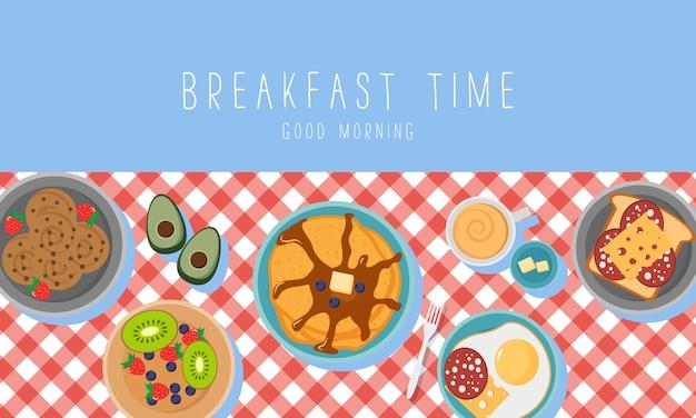 Café da manhã com frutas bacon e ovos, salsa, torradas com linguiça e queijo. conceito de café da manhã com alimentos frescos, vista superior. hora de comer.