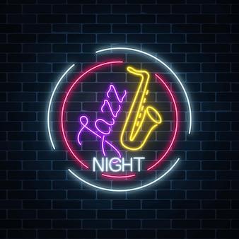 Café de jazz de néon com sinal brilhante de saxofone no quadro do círculo