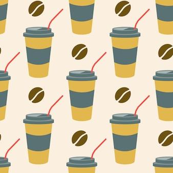 Café em um copo de plástico com um canudo e grãos de café em um fundo claro padrão sem emenda de vetor