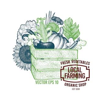 Caixa de madeira cheia de alimentos orgânicos.