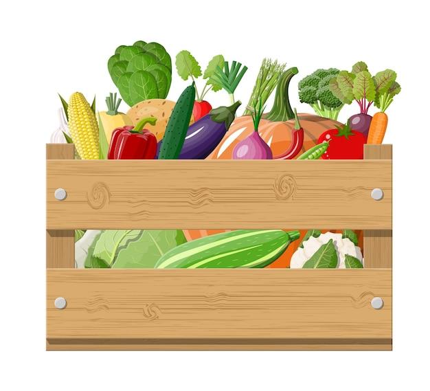 Caixa de madeira cheia de legumes.